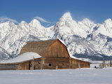 A Historic Barn Below the Grand Teton Range in a Snowy Landscape Photographie par Robbie George