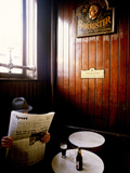 Chris Hill - A Man with a Beer Reading a Newspaper in a Pub Fotografická reprodukce