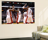Miami, FL - June 17: Dwyane Wade, LeBron James and Chris Bosh Reproduction murale géante par Mike Ehrmann