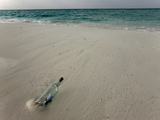 Message in a Bottle on a Tropical Beach, Kuramathi Island, Ari Atoll, Maldives, Indian Ocean, Asia Reprodukcja zdjęcia autor Angelo Cavalli