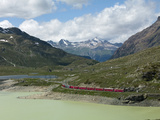 The Glacier Express Train Near St. Moritz, Canton Graubunden, Swiss Alps, Swiitzerland, Europe Photographie par Angelo Cavalli