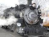 A Narrow Gauge Steam Train Sitting at Station Papier Photo par Robbie George