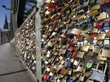 Padlocks on the Hohenzollern Bridge, Cologne, North Rhine Westphalia, Germany, Europe Photographie par Hans-Peter Merten