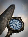 A Large Clock in Front If the Flatiron Building on 5th and Broadway Reproduction photographique par Keith Barraclough