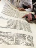 Reading the Book of Esther During Purim Celebration in a Synagogue, Montrouge, Hauts-De-Seine, Fran Fotografie-Druck von  Godong