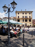 Piazza and Cafe, Menaggio, Lake Como, Lombardy, Italy, Europe Reproduction photographique par Frank Fell