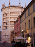 Cafe and Baptistry, Parma, Emilia Romagna, Italy, Europe Photographie par Frank Fell
