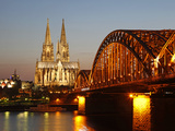 Hohenzollern Bridge over the River Rhine and Cathedral, UNESCO World Heritage Site, Cologne, North  Lámina fotográfica por Hans-Peter Merten