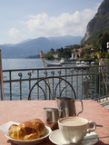 Town and Lakeside Cafe, Menaggio, Lake Como, Lombardy, Italian Lakes, Italy, Europe Photographie par Frank Fell