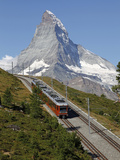 Gornergrat Railway in Front of the Matterhorn, Riffelberg, Zermatt, Valais, Swiss Alps, Switzerland Fotografisk tryk af Hans-Peter Merten