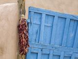 Blue Door in Taos, New Mexico, United States of America, North America Lámina fotográfica por Cummins, Richard