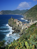 View over Village on the Riviera Di Levante, Vernazza, Cinque Terre, UNESCO World Heritage Site, Li Fotoprint van Stuart Black