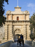 Mdina Gate with Horse Drawn Carriage, Mdina, Malta, Mediterranean, Europe Fotografisk tryk af Stuart Black