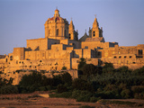 St. Paul's Cathedral and City Walls, Mdina, Malta, Mediterranean, Europe Lámina fotográfica por Stuart Black