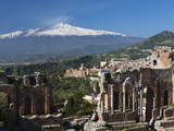 The Greek Amphitheatre and Mount Etna, Taormina, Sicily, Italy, Europe Photographie par Stuart Black