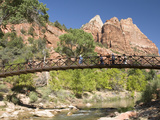 The Virgin River, Foot Bridge to Access the Emerald Pools, Zion National Park, Utah, United States  Photographie par Richard Maschmeyer