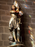 Statue of St. Joan of Arc with Coloured Light from Stained Glass, Church of Notre Dame, Vitre, Brit Photographie par Nick Servian