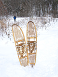 Snowshoes Sticking Out of Snow with Skiier in Background, Minnesota, United States of America, Nort Photographie par Kimberly Walker