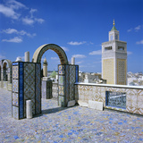 View over City and Great Mosque from Tiled Roof Top, Tunis, Tunisia, North Africa, Africa Lámina fotográfica por Stuart Black
