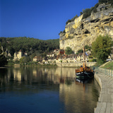 View of Village and Dordogne River, La Roque Gageac, Dordogne, Aquitaine, France, Europe Photographie par Stuart Black