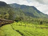 The Scenic Train Ride Through the Central Highlands, with its Mountains and Tea Plantations, Near N Fotografie-Druck von Rob Francis