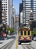 Cable Car Crossing California Street with Bay Bridge Backdrop in San Francisco, California, United  Photographie par Gavin Hellier
