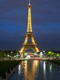 Eiffel Tower and Reflection at Twilight, Paris, France, Europe Lámina fotográfica por Richard Nebesky