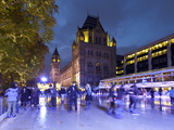 Christmas Ice Skating Rink Outside the Natural History Museum, Kensington, London, England, United  Photographie par Stuart Black