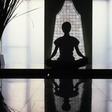 Woman Meditating, Bangkok, Thailand, Southeast Asia, Asia Fotografie-Druck von Luca Tettoni