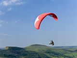 Paragliding Off Mam Tor, Derbyshire, Peak District, England, United Kingdom, Europe Photographie par Ben Pipe
