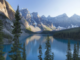 Reflections in Moraine Lake, Banff National Park, UNESCO World Heritage Site, Alberta, Rocky Mounta Lámina fotográfica por Martin Child