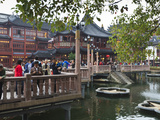 The Zigzag Bridge of Nine Turnings, Yu Yuan (Yuyuan) Bazaar, Shanghai, China, Asia Photographic Print by Amanda Hall