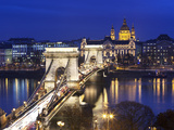 Stuart Black - Chain Bridge and St. Stephen's Basilica at Dusk, UNESCO World Heritage Site, Budapest, Hungary, Eur Fotografická reprodukce