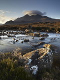 A Winter Morning View of the Mountain Sgurr Nan Gillean, Glen Sligachan, Isle of Skye, Inner Hebrid Lámina fotográfica por Jon Gibbs