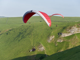 Paragliding Off Mam Tor, Derbyshire, Peak District, England, United Kingdom, Europe Photographie par Ben Pipe
