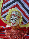 Man in Costume Representing a God at the Teyyam Ceremony, Near Kannur, Kerala, India, Asia Fotografie-Druck von  Tuul