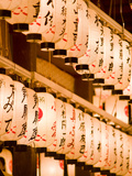 Lanterns at Yasaka-Jinja, Kyoto, Japan, Asia Fotografisk tryk af Ben Pipe