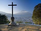 Mirador De La Cruz, Antigua, Guatemala, Central America Fotografisk tryk af Ben Pipe