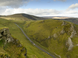 Cars Travelling Down Winnats Pass, Castleton, Peak District National Park, Derbyshire, England, Uni Photographie par Chris Hepburn