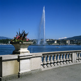 Jet D'Eau (Water Jet), Geneva, Lake Geneva (Lac Leman), Switzerland, Europe Photographic Print by Stuart Black