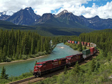 Morants Curve, Bow River, Canadian Pacific Railway, Near Lake Louise, Banff National Park, UNESCO W Lámina fotográfica por Hans-Peter Merten