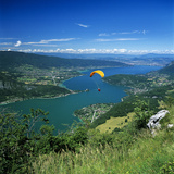 View over Lake with Paraglider, Lake Annecy, Rhone Alpes, France, Europe Fotografie-Druck von Stuart Black