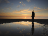Antony Gormley Sculpture, Another Place, Crosby Beach, Merseyside, England, United Kingdom, Europe Lámina fotográfica por Chris Hepburn