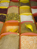 Corn and Grains Displayed in Market, Cuzco, Peru Lmina fotogrfica por John & Lisa Merrill