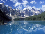 Moraine Lake in the Valley of Ten Peaks, Canada Fotografisk tryk af Diane Johnson