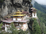 Tigernest, Very Important Buddhist Temple High in the Mountains, Himalaya, Bhutan Photographie par Jutta Riegel