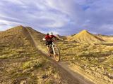 Landon Monholland Mountain Bikes on the Zippy Doo Dah Trail in Fruita, Colorado, Usa Fotoprint van Chuck Haney