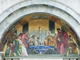 Mosaic Above the Entrance to St. Mark's Basilica Depicts St. Mark's Funeral, Venice, Italy Fotografisk tryk af Rob Tilley