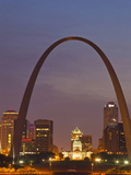 The Gateway Arch and St Louis Skyline Reflect into the Mississippi River, St Louis, Missouri, Usa Stampa fotografica di Chuck Haney