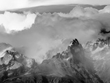 Sheer Peaks of Fitzroy Massif with Snow, Glaciers and Cumulus Clouds Fotografisk trykk av John Eastcott & Yva Momatiuk